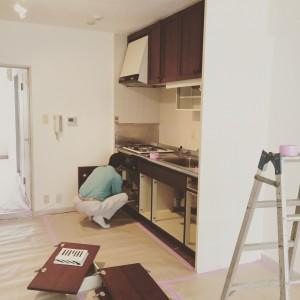 古い既存のキッチンも入れ替えます。|神戸市西区のマンションリノベーション モスハウス田端の施工事例