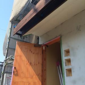 外壁の炭化コルクの上はモルタルしっくい|明石市東野町の注文住宅 無添加住宅専門店モスハウス田端