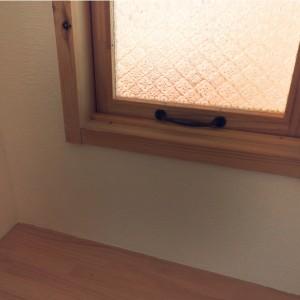 淡路市東浦の注文住宅 小窓 デザインガラス|無添加住宅専門モスハウス田端の現場中継