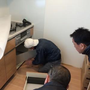 キッチン下 床下のチェック|神戸市西区のマンションリノベーション モスハウス田端