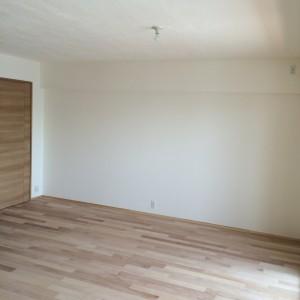 リビングはしっくいと無垢の床|神戸市西区のマンションリノベーション モスハウス田端