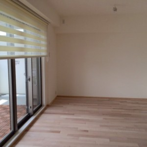 ブラインドはロールスクリーン|神戸市西区のマンションリノベーション モスハウス田端