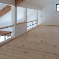 ロフト手摺りはアイアンと木の組み合わせ|兵庫県淡路市の注文住宅 無添加住宅専門モスハウス田端の施工事例