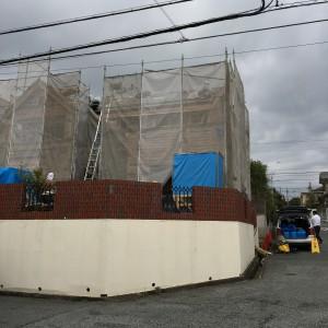 屋根屋さん、大工さん、そして防蟻剤の施工|神戸市西神中央の注文住宅 モスハウス田端の現場中継