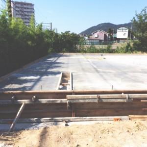 逆ベタ基礎 |神戸市須磨区西須磨の注文住宅「片流れ屋根の平屋」無添加住宅モスハウス現場中継