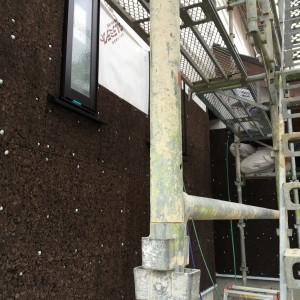 外壁の炭化コルク施工|神戸市西神中央の注文住宅 モスハウス田端の現場中継