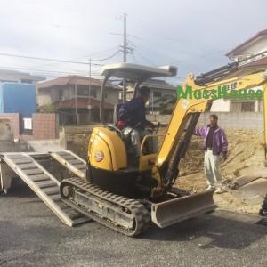重機が入りいよいよ基礎工事開始です。|神戸市西神中央の注文住宅 モスハウス田端の現場中継