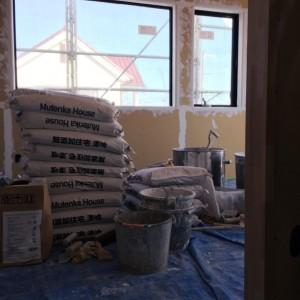 内部の漆喰塗り作業が始まりました。|神戸市西神中央の注文住宅 モスハウス田端の現場中継
