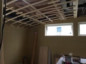 緩やかなかまぼこ型の天井。|神戸市垂水区塩屋町の注文住宅 モスハウス田端の現場中継