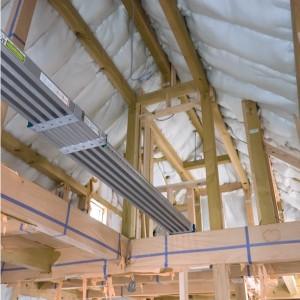 内部の大工工事、勾配天井。|神戸市垂水区塩屋町の注文住宅 モスハウス田端の現場中継