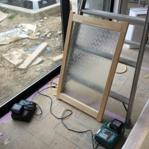 無添加住宅では室内建具に米のり集成材を使用します。|神戸市西神中央の注文住宅 モスハウス田端の現場中継