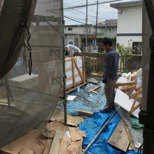 石天板は現場泣かせです。|神戸市西神中央の注文住宅 モスハウス田端の現場中継