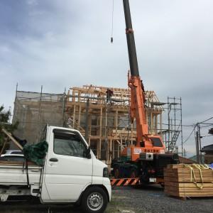 垂水区にて上棟。クレーン作業。|神戸市垂水区塩屋町の注文住宅 モスハウス田端の現場中継