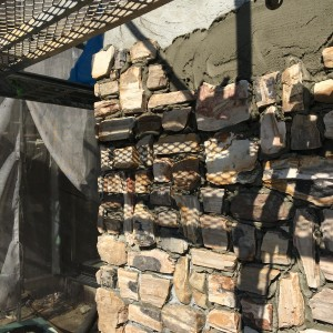 外壁の一部には天然の石を使用。|神戸市西神中央の注文住宅 モスハウス田端の現場中継