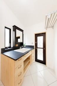クールーフグレーを使用したオリジナル洗面化粧台|神戸市西区の注文住宅 無添加住宅専門モスハウス田端の施工事例