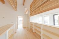 二階ホールがファミリーライブラリー|神戸市西区の注文住宅 無添加住宅専門モスハウス田端の施工事例
