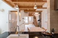 キッチンからリビングを一望できます。|神戸市垂水区の注文住宅 モスハウス田端の施工事例