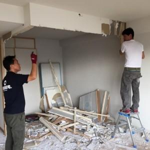 間仕切りの解体作業|神戸市灘区のマンションリノベーション 無添加住宅専門店モスハウス田端