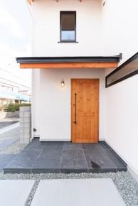 無垢の木の玄関ドア