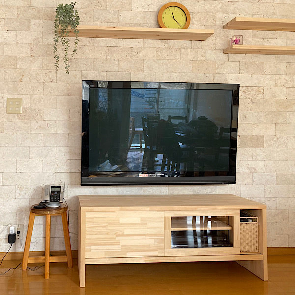 コーラルストーンと造作テレビボード