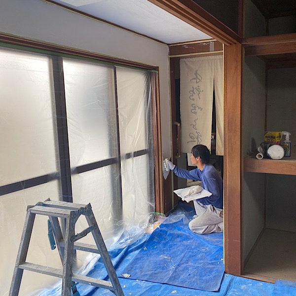 壁の漆喰塗り